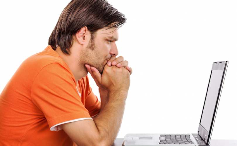 guy_looking_at_computer_810_500_55_s_c1